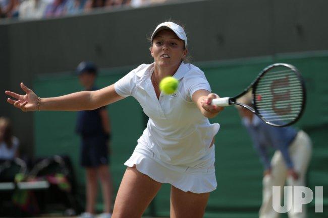 Laura Robson returns the ball at 2013 Wimbledon Championships