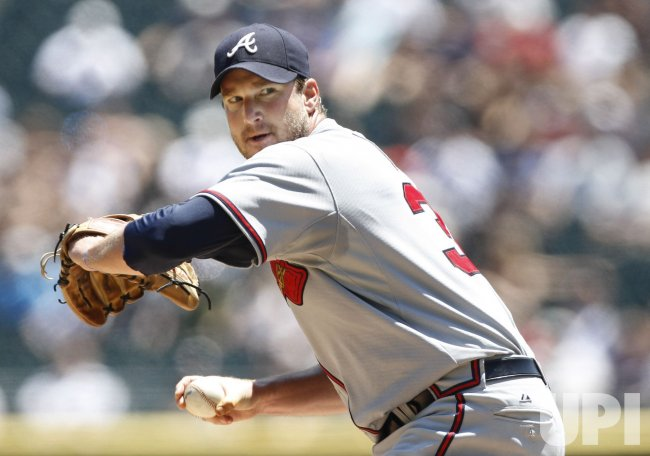 Braves Lowe pitches against White Sox in Chicago