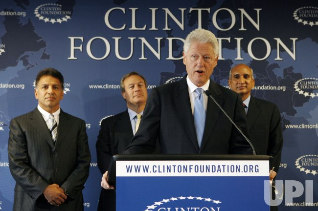 Former President Bill Clinton, Pfizer and Mylan announce lower prices for HIV Drugs in Developing Countries in New York