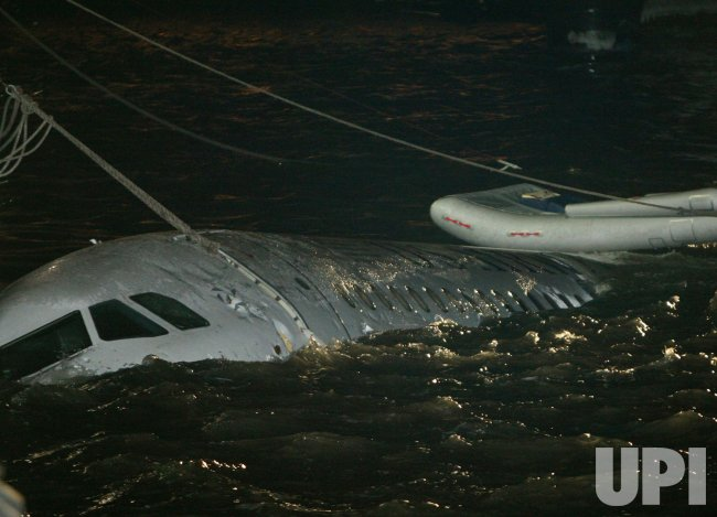 Plane makes emergency landing in river in New York - UPI.com