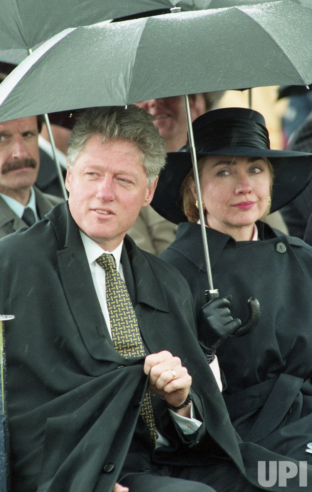 U.S. President Bill Clinton visits Oxford, England