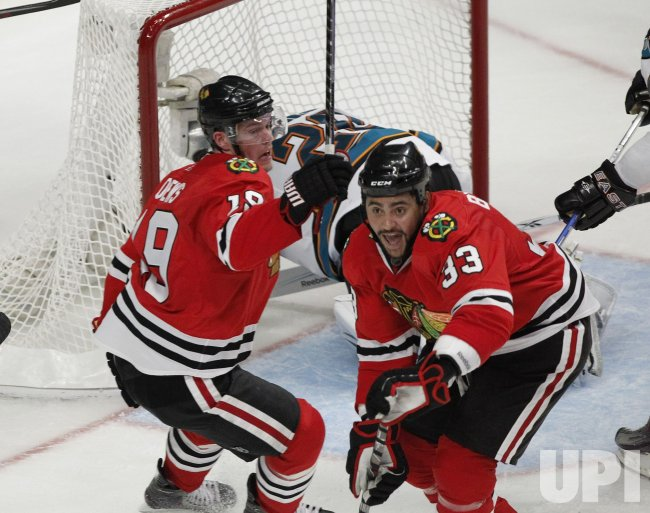 Blackhawks Toews and Byfuglien'g goal against Sharks in Chicago