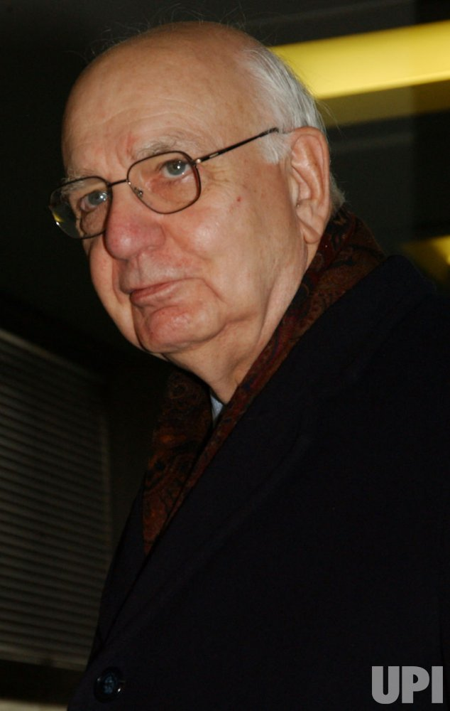 PAUL VOLCKER TURNS IN FINAL REPORT ON UN OIL FOR FOOD PROGRAM SCANDAL