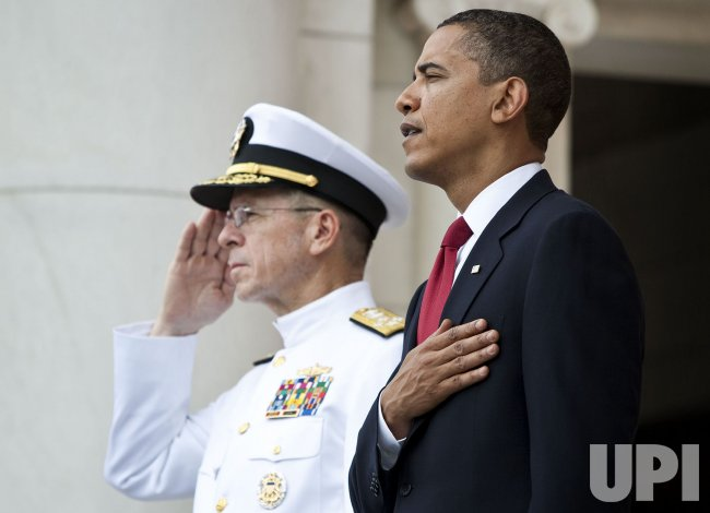 Obama visits Arlington Cemetery on Memorial Day in Virginia