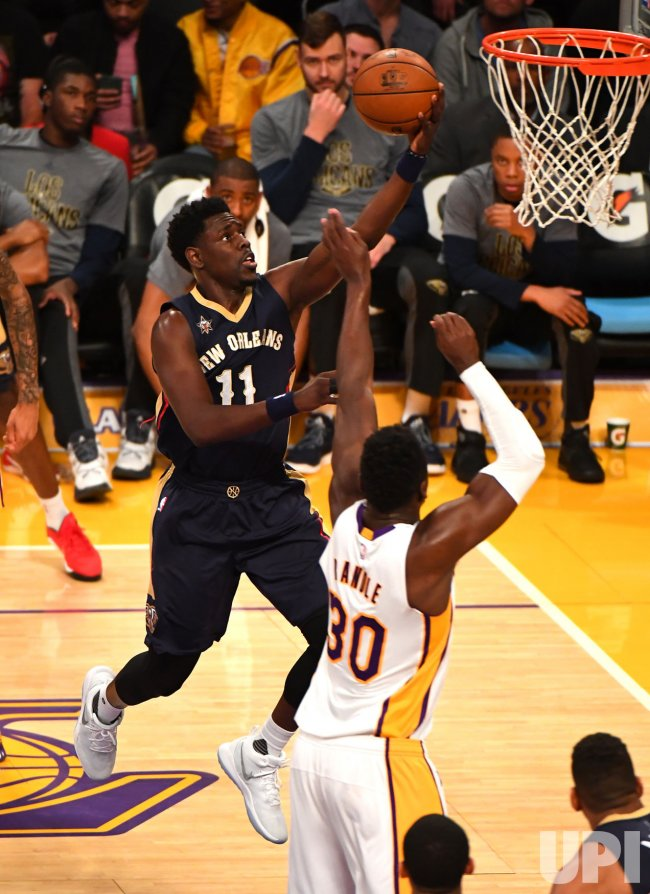 Pelicans guard Jrue Holiday (11) scores Lakers forward Julius Randle(30)
