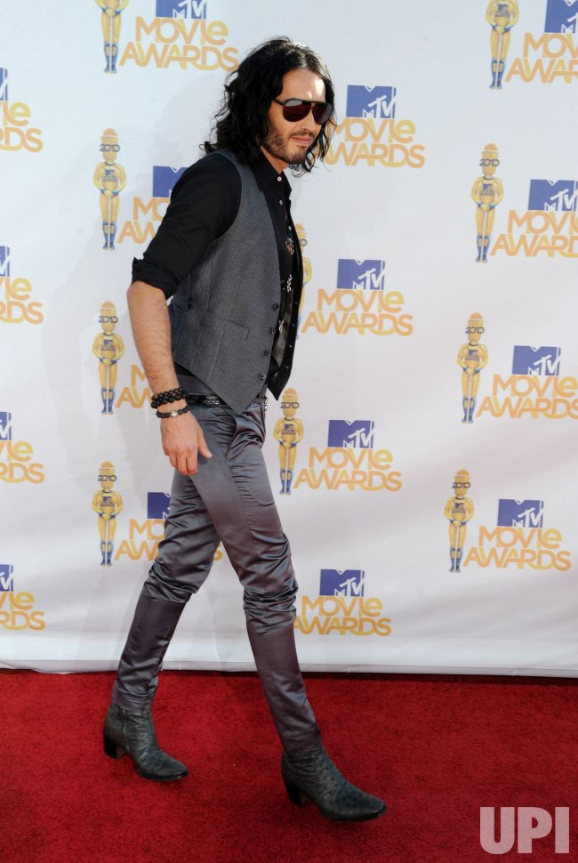 Russell Brand arrives at the MTV Movie Awards in Los Angeles