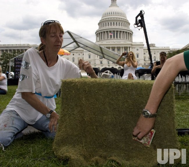 PREPERATIONS FOR FOURTH OF JULY CELEBRATIONS BEGIN IN WASHINGTON