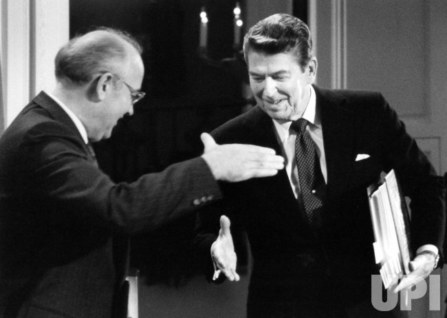 RONALD REAGAN AND MIKHAIL GORBACHEV SHAKING HANDS