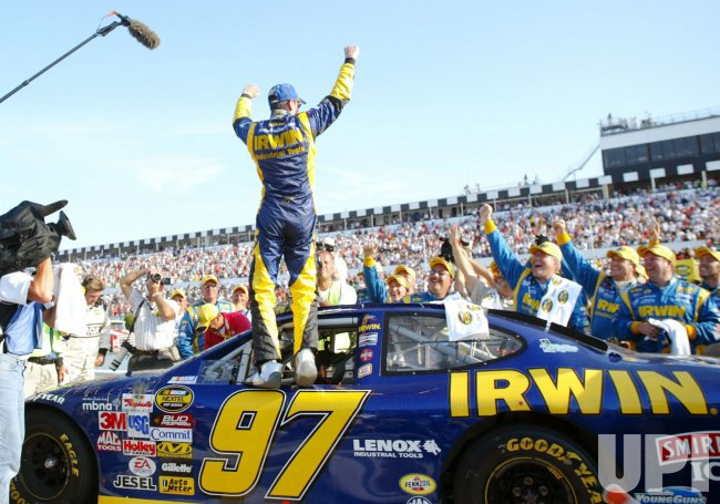 KURT BUSCH WINS THE 2005 NASCAR PENNSYLVANIA 500