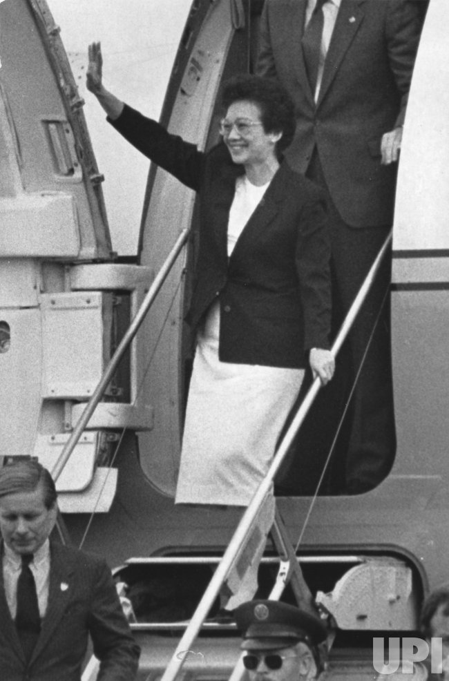 Corazon Aquino arrives in Boston for 2-day visit