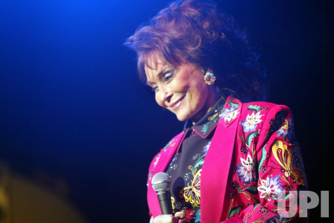 LORETTA LYNN PERFORMS AT MERLEFEST