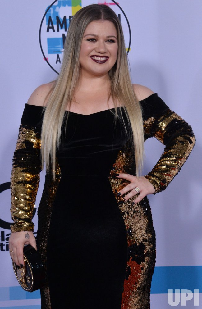 Kelly Clarkson attends the annual 2017 American Music Awards in Los Angeles