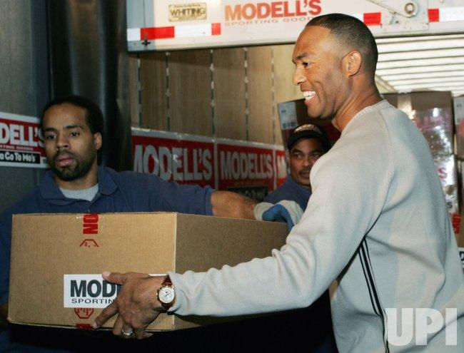 New York Yankee pitcher Mariano Rivera donates sporting goods to Panamanians in New York