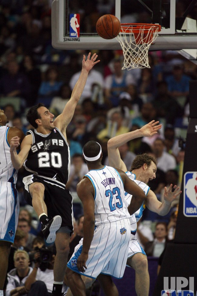San Antonio Spurs vs New New Orleans Hornets in New Orleans
