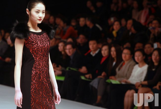 Fashion show is held in Beijing