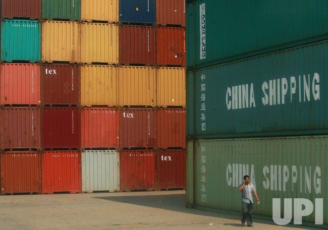 One of China's top ports keeps busy in Nansha