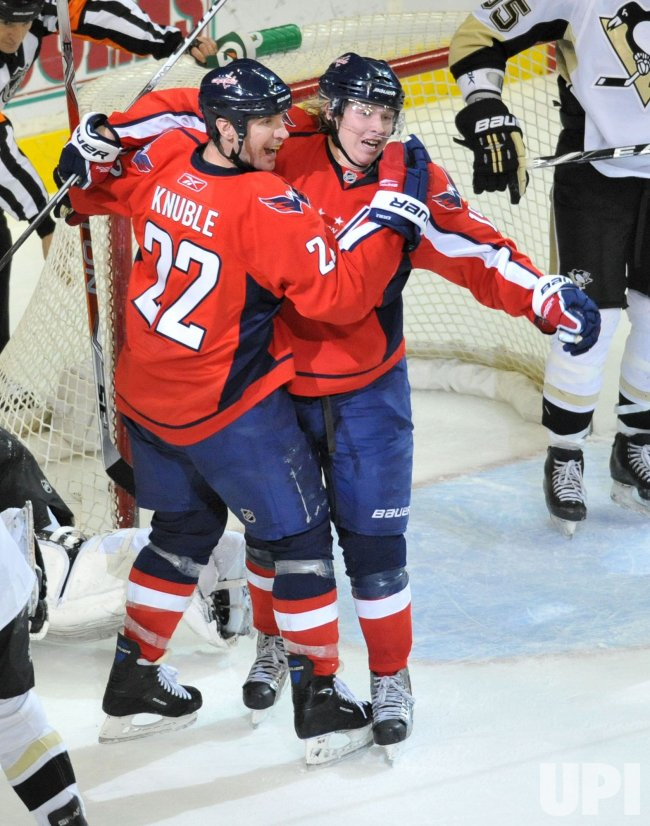 Capital's Mike Knuble scores the game winning goal against the Penguins in Washington