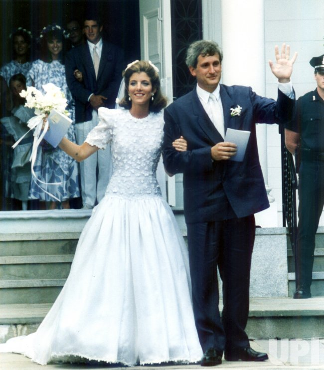 Caroline Kennedy marries Edwin Schlossberg