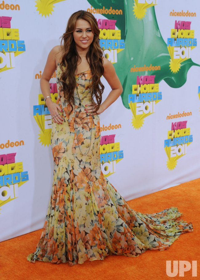 Miley Cyrus arrives at the Nickelodeon Kids Choice Awards in Los Angeles
