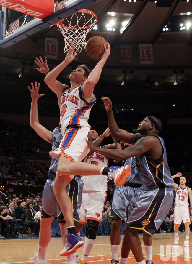 New York Knicks Danilo Gallinari drives past Memphis Grizzlies Zach Randolph at Madison Square Garden