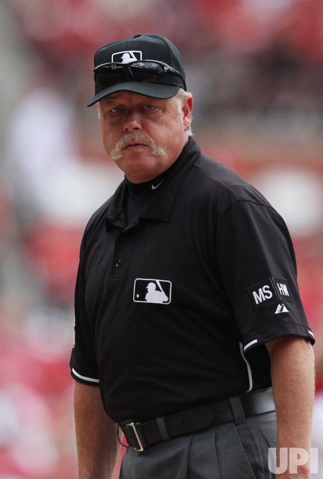Umpire Jim Joyce helps save life at ballpark