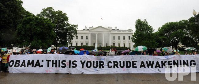 Activists protest off shore oil drilling near White House