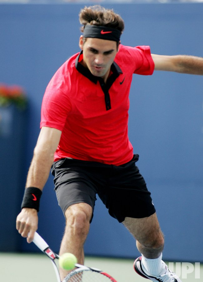 Roger Federer takes on Tommy Robredo in forth round at the US Open Tennis Championship in New York