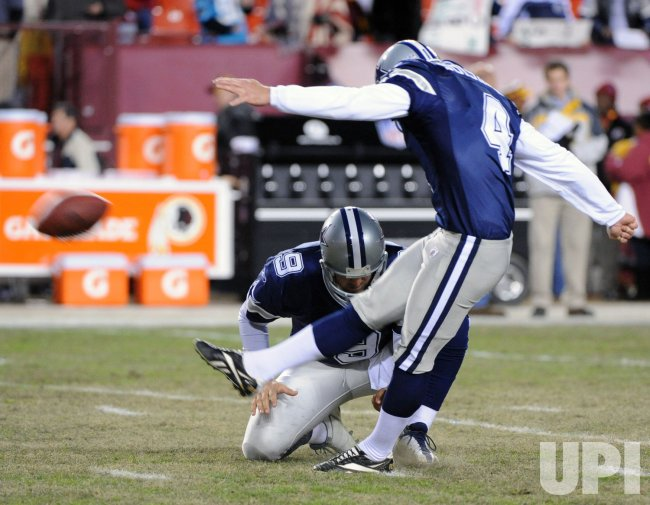 Cowboys Suisham and Romo warm up before playing Redskins in Landover, Maryland