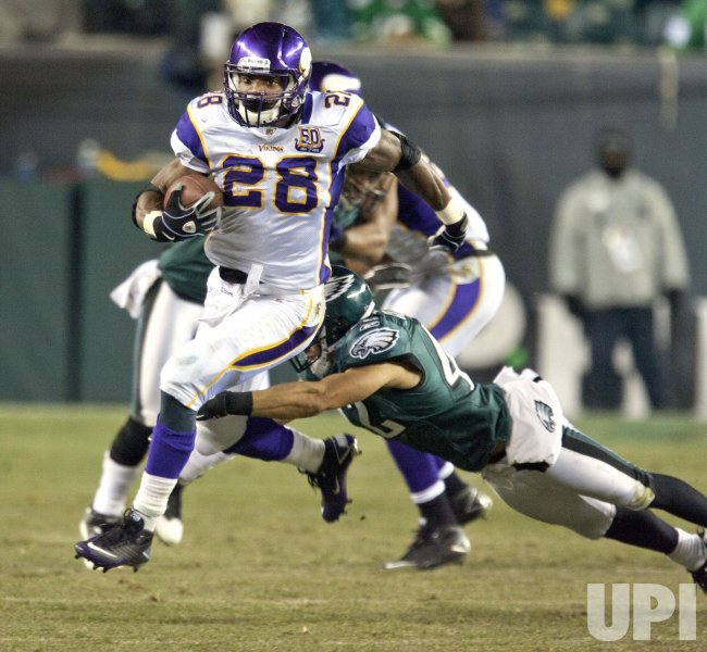 Vikings Adrian Peterson gaines 18 yards