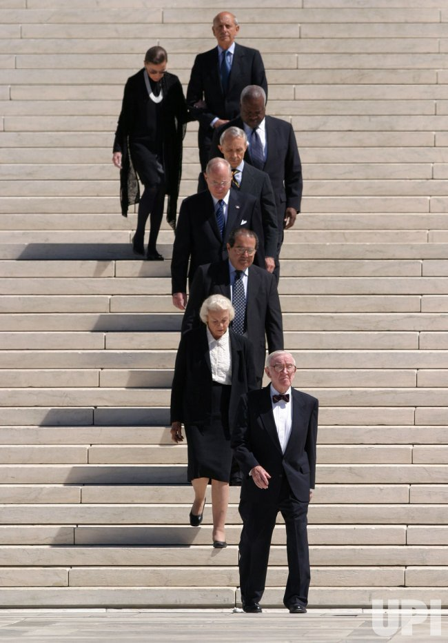 REHNQUIST'S BODY IS MOVED OUT OF THE SUPREME COURT