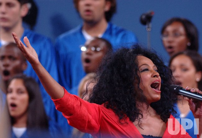 DIANA ROSS PERFORMS AT US OPEN