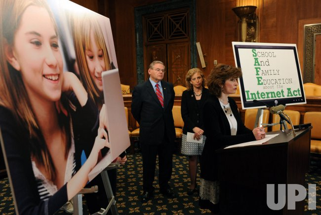 Members of Congress push for cyber safety legislation in Washington