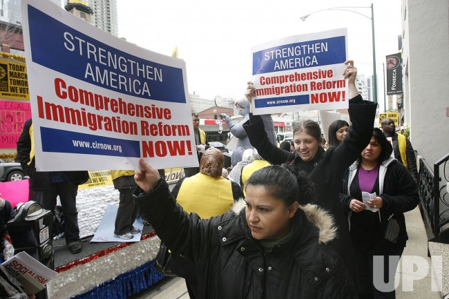 Immigration Reformers Protest Rep. Kirk in Chicago