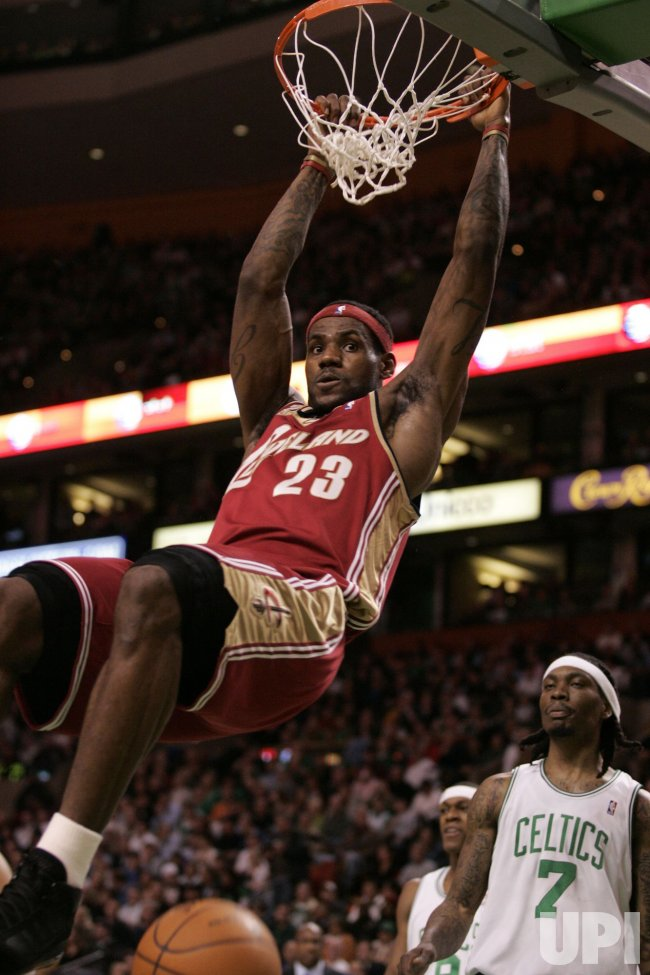 Cavaliers James dunks against Celtics in Boston, MA.