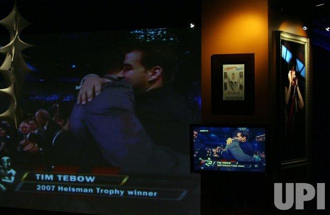 Tim Tebow wins the 2007 Heisman Trophy