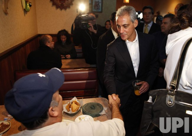 Emanuel shakes hands at Chicago restaurant