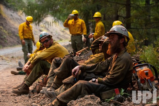 14th BEB and Wildland Firefighters Prep for Burnout Operations During August Complex Wildfire