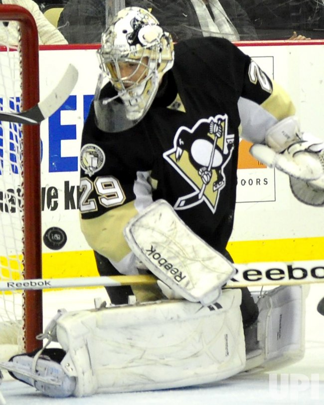 Flyers Ville Leino Scores on Pens Fleury in Pittsburgh