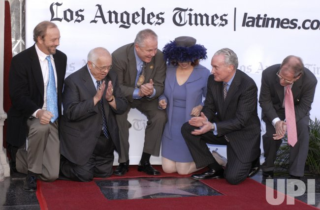 LA TIMES RECEIVES AWARD