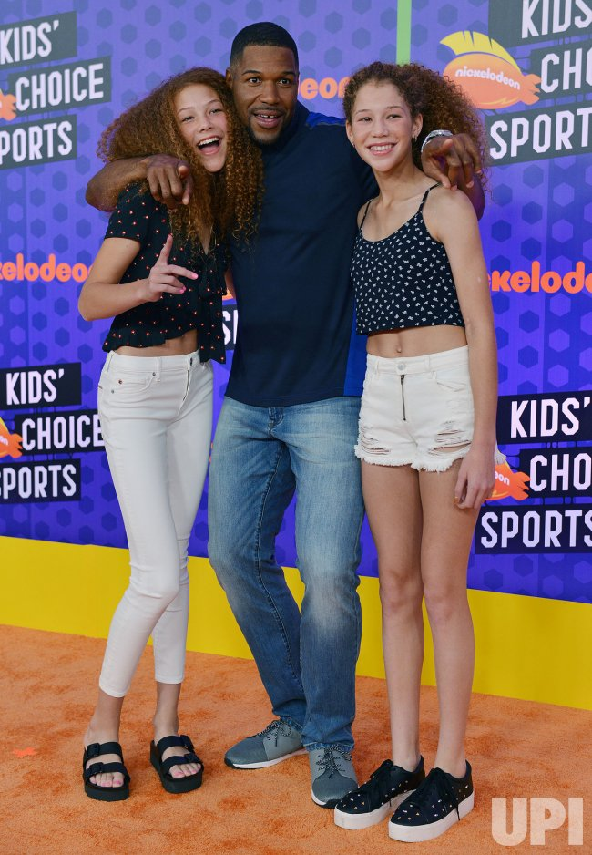 michael strahan and daughters attend kids choice sports awards 2018