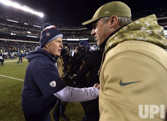 Patriots' Bill Belichick shakes hands with Eagles' Doug Pederson