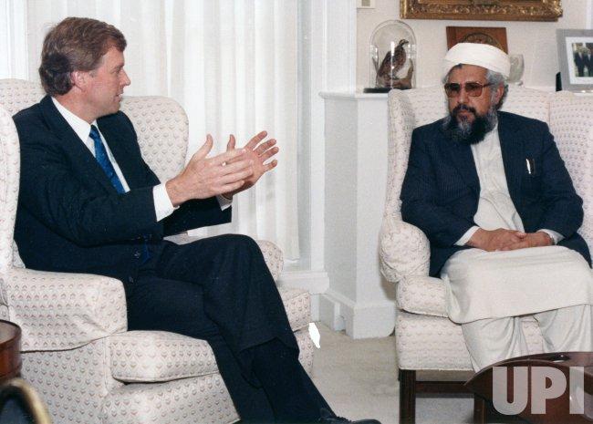 U.S. Vice President Dan Quayle meets with Afghan resistance leader Dr. Farooq Azam