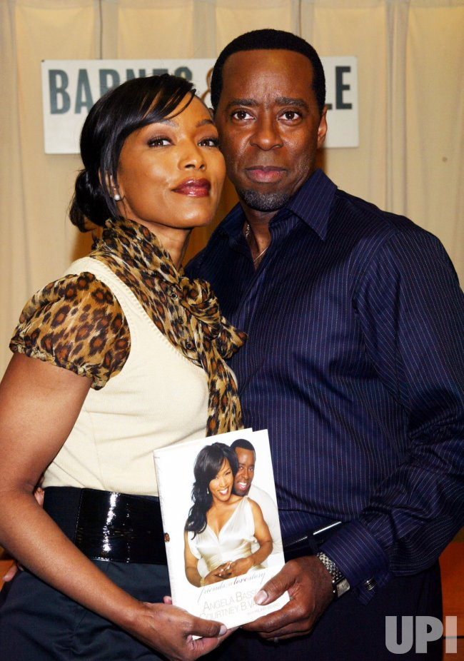 ANGELA BASSETT AND COURTNEY B. VANCE BOOKSIGNING