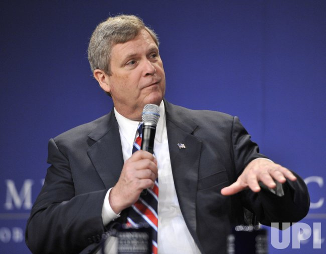 Vilsack participates in panel at CGI America in Chicago