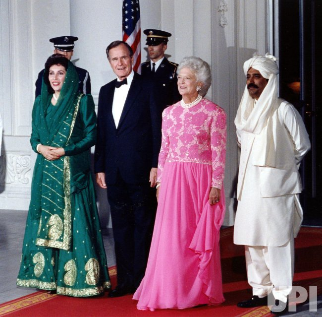 President and Mrs. Bush pose with Pakistani Prime Minister Benazir Bhutto and her husband, Asif Ali Zardari.