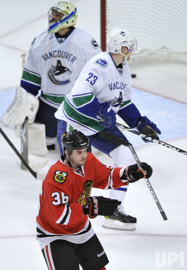 Blackhawks Bolland scores against Canucks in Chicago