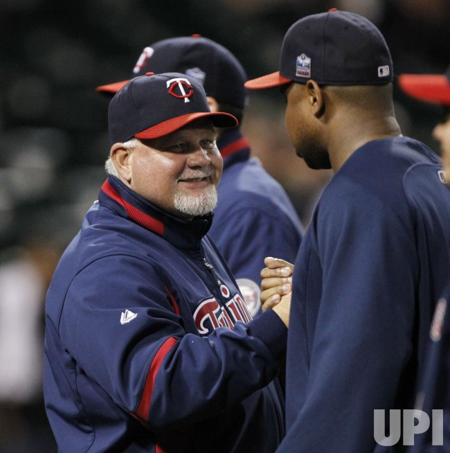 Twins Gardenhire celebrates win over White Sox in Chicago