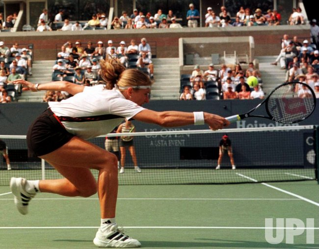U.S. OPEN 98-- Graf wins 2nd round match