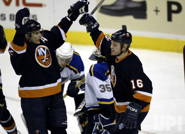 New York Islanders vs St. Louis Blues hockey