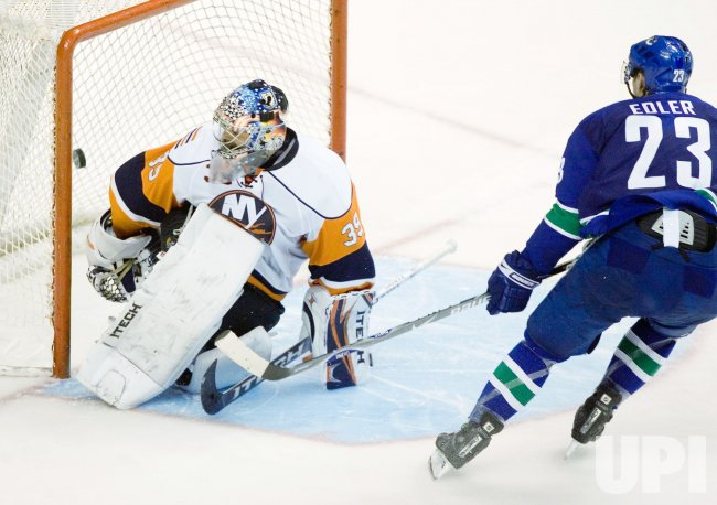 New York Islanders vs Vancouver Canucks